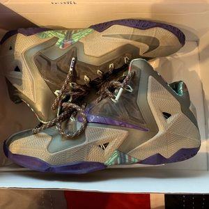 Nike LeBron 11s